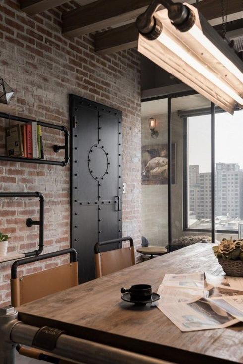 lámparas-estilo-industrial-puerta-forjada-pantallas-taller