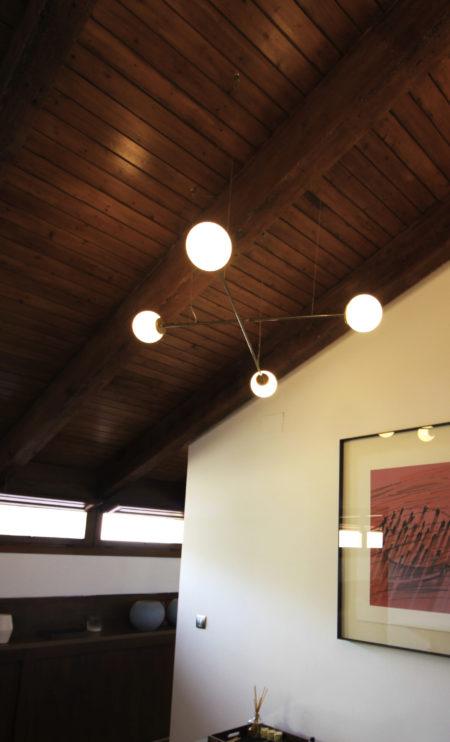 Lámpara colgante Funámbula doble latón techo vigas