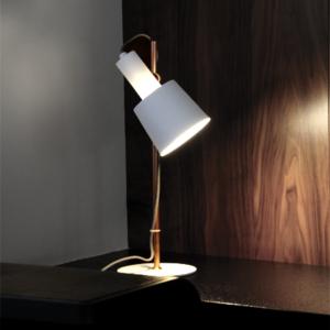 Consigue el acabado perfecto con una lámpara de sobremesa 1