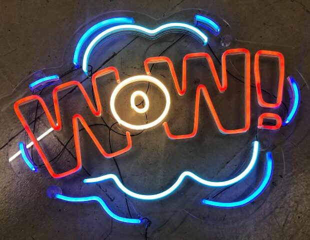 neon decorativo Wow