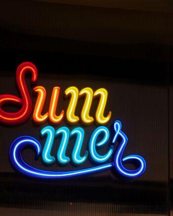Neon decorativo summer